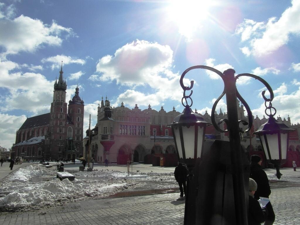 Rynek w Krakowie podczas gry miejskiej 16 marca