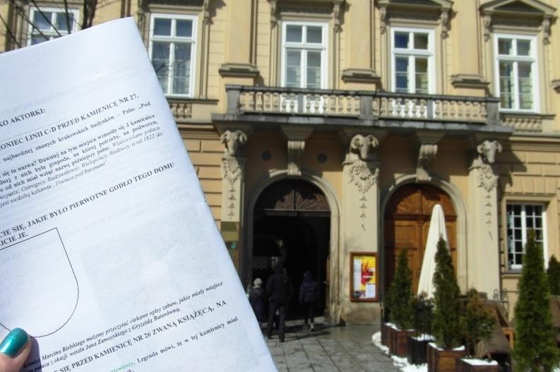 Przed Pałacem pod Baranami w Krakowie