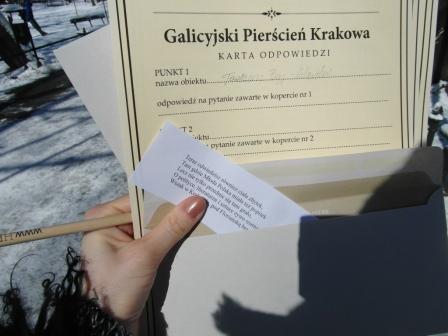 Gra miejska w Krakowie - materiały uzyskane na pierwszej lokacji